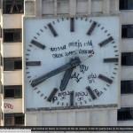 Relógio pichado e com horário errado   5cec4dc165