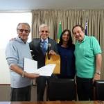 0Prof.Dr. Mac Dowell com o pres. da Aenfer Luiz Euler, a diretora Maria das Flores e o vice-pres. Jorge Ribeiro